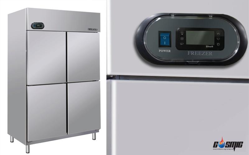 Hệ thống điều khiển nhiệt độ bằng LED phía ngoài của tủ là nhãn hiệu Dixell của Ý
