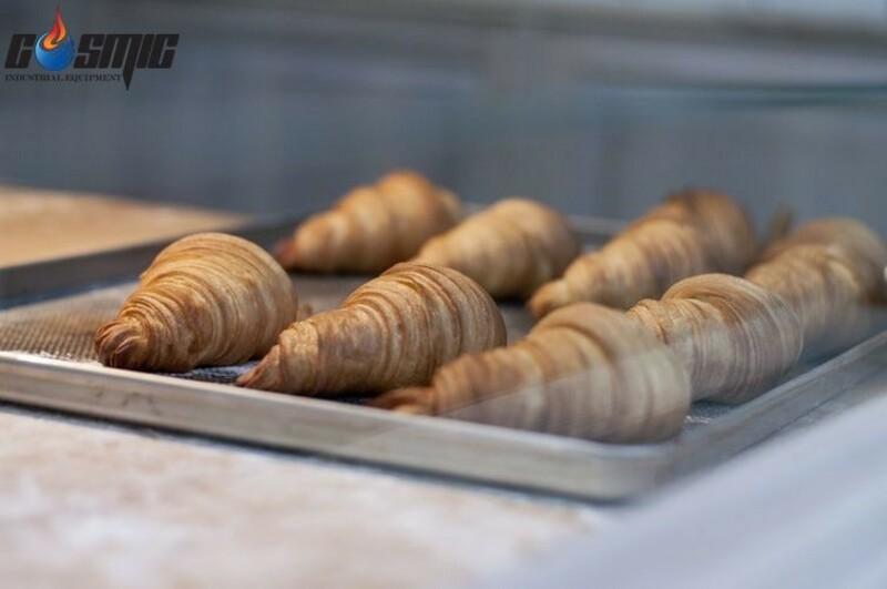 Hệ thống làm nóng và điều chỉnh thời gian, nhiệt độ đồng bộ của lò sẽ cho ra đời những mẻ bánh thơm ngon, đẹp mắt