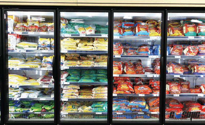 Thực phẩm được trưng bày trong tủ đông lạnh mặt kính trông sẽ bắt mắt và hấp dẫn hơn
