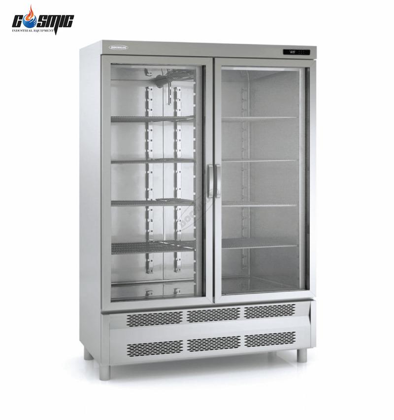 Tủ đông đứng mặt kính ACSV-140-2 của Docriluc được sản xuất theo dây chuyền chuẩn ISO 9001 và ISO 14001
