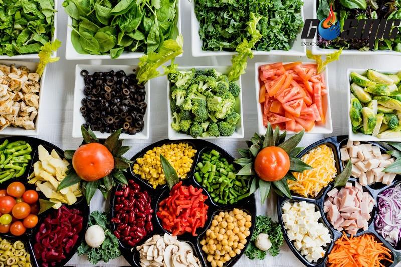 Việc phân chia, lưu trữ thực phẩm trong bàn mát sẽ giúp giữ được độ tươi mới, dinh dưỡng trọn vẹn