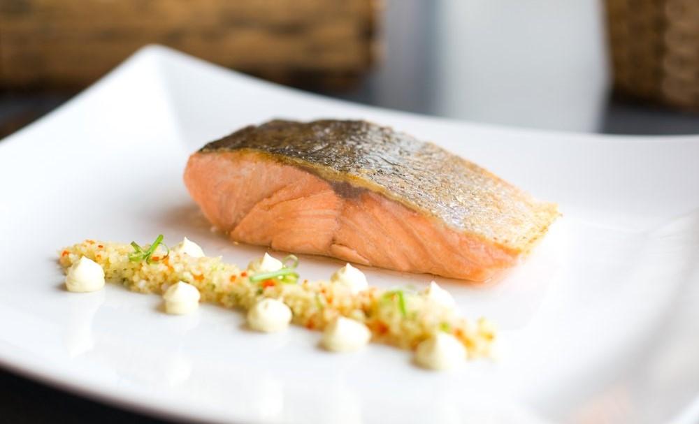 cong-thuc-nau-cham-sous-vide-salmon-bang-may-smartvide