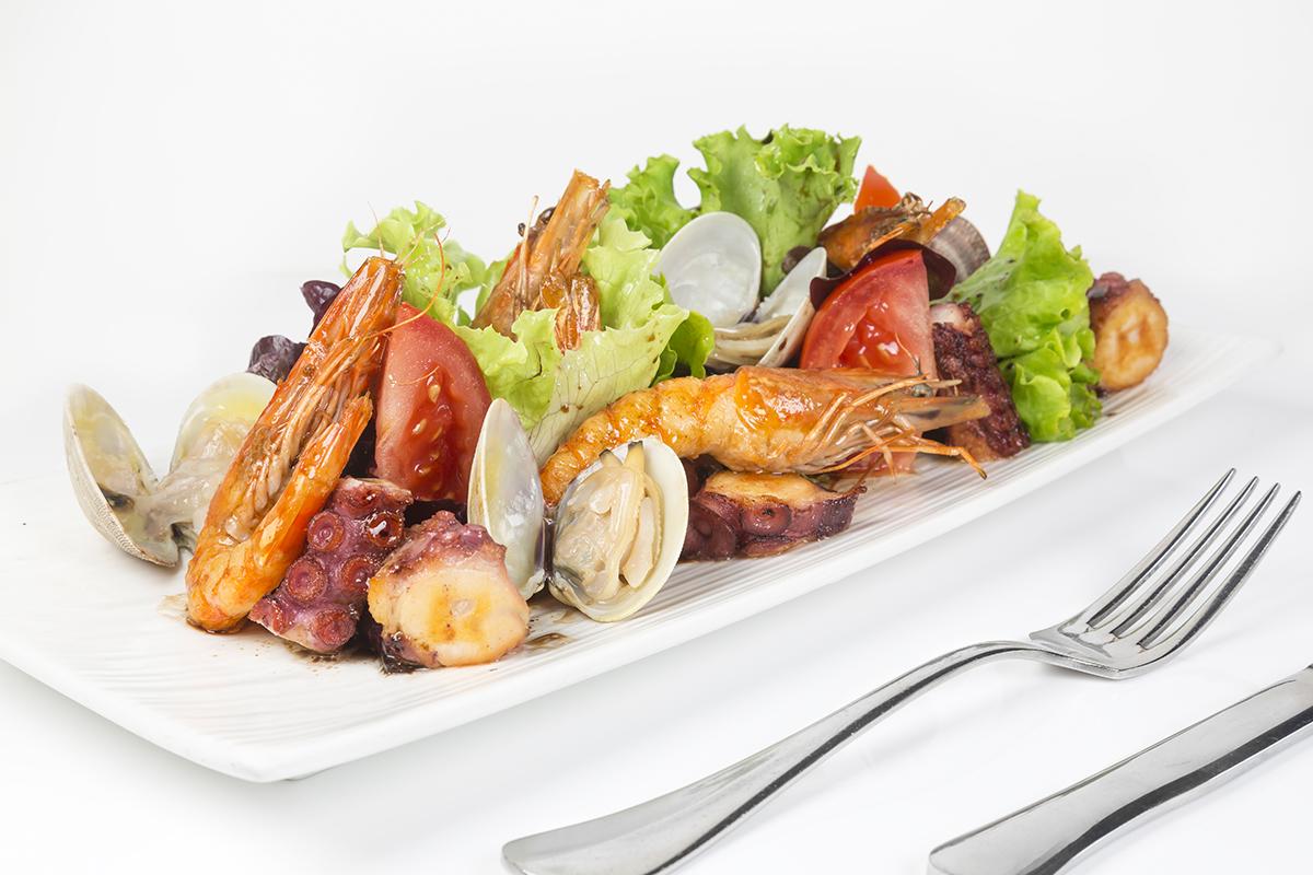 salad-hai-san-chuan-nha-hang-voi-ky-thuat-nau-cham-sous-vide