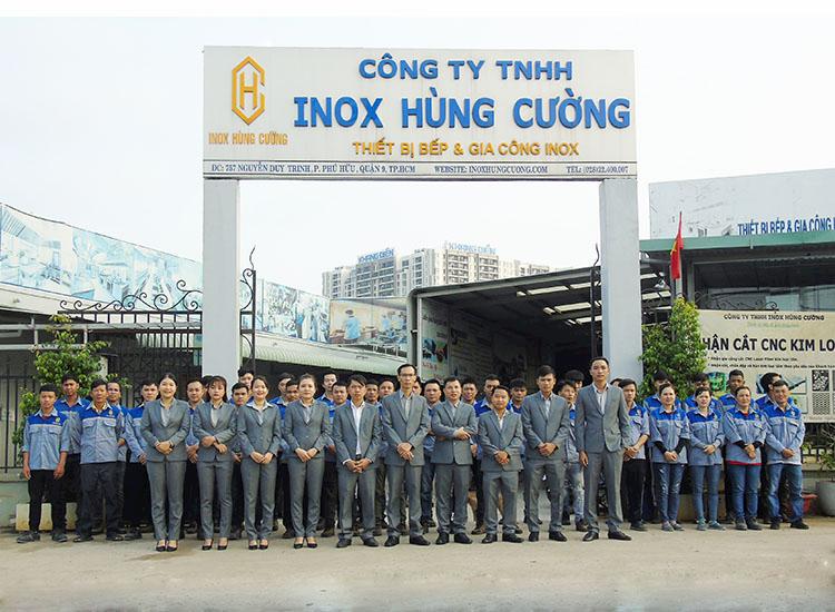 doi-ngu-tan-tam-chuyen-nghiep-lam-nen-dau-an-inox-hung-cuong