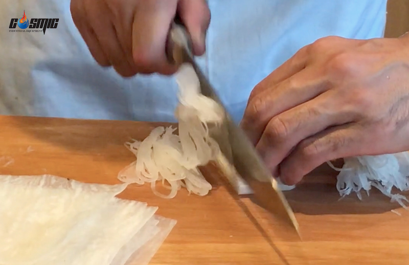 cat-soi-cu-cai-daikon-de-an-kem-voi-sashimi