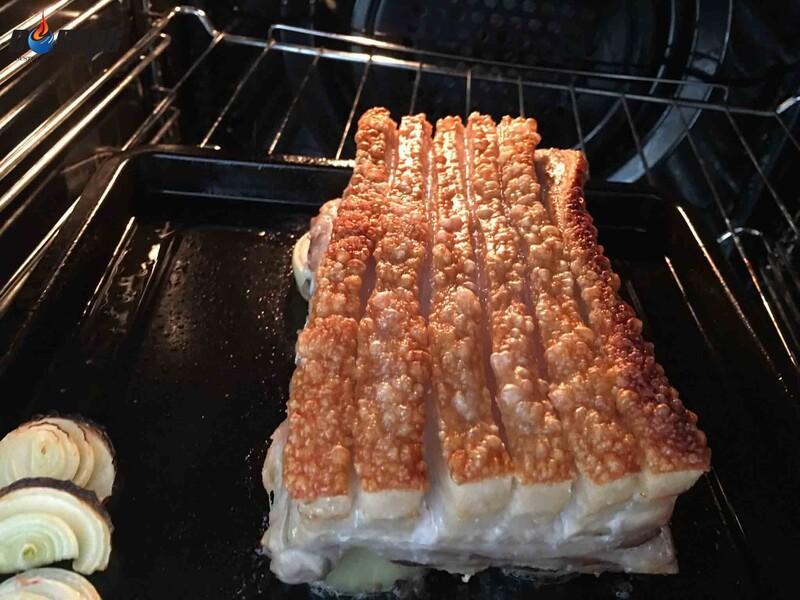 Sản phẩm lò nướng đối lưu dung tích lớn có thể nướng được những thực phẩm có kích thước lớn mà không cần cắt nhỏ
